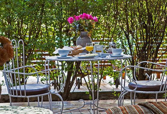 bungalow terrasse petit déjeuner marrakech