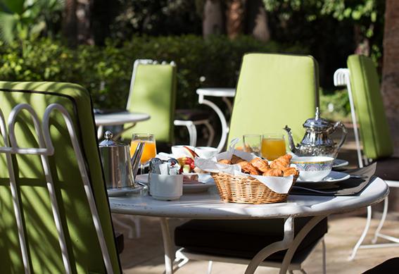 petit-dejeuner-hotel