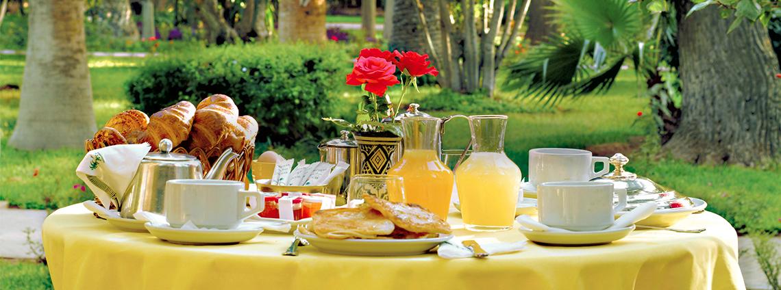 Breakfast and brunch in marrakech es saadi marrakech resort for Restaurant dans un jardin