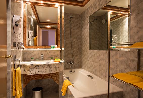 chambre-standard-salle-bains-marrakech